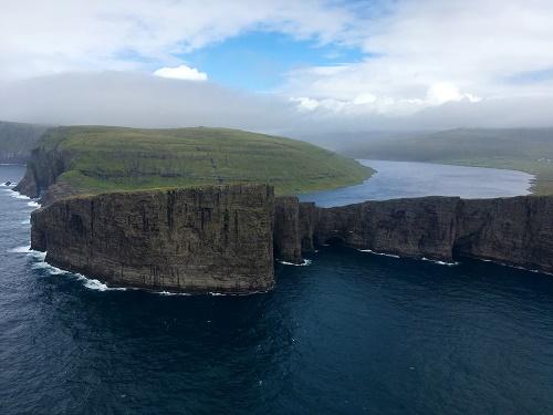 Traelanipan ve Sorvagsvatn gölü-Faroe Adaları