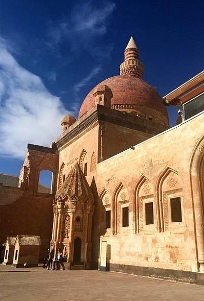 Ağrı'nın en ünlü yapısı İshak Paşa Sarayı. (Ağrı gezi rehberi)