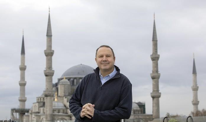 Profesyonel turist rehberi ve seyahat uzmanı Şerif Yenen